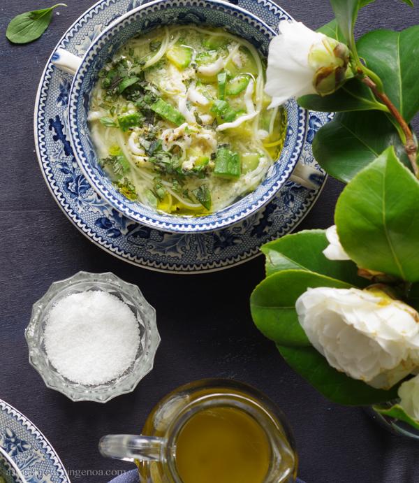 minestra di bianchetti, zucchini e maggiorana