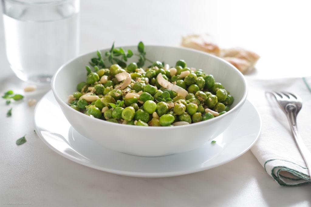 Stewed green peas Italian Riviera style