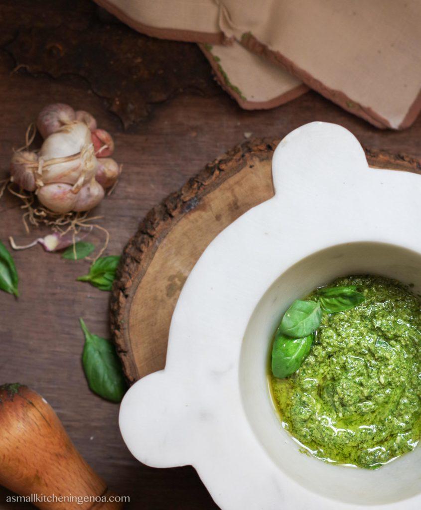 Italian Riviera basil pesto sauce: the recipe