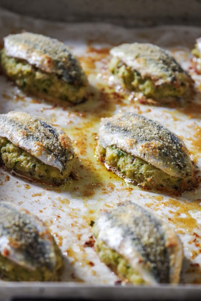 Stuffed anchovies baked