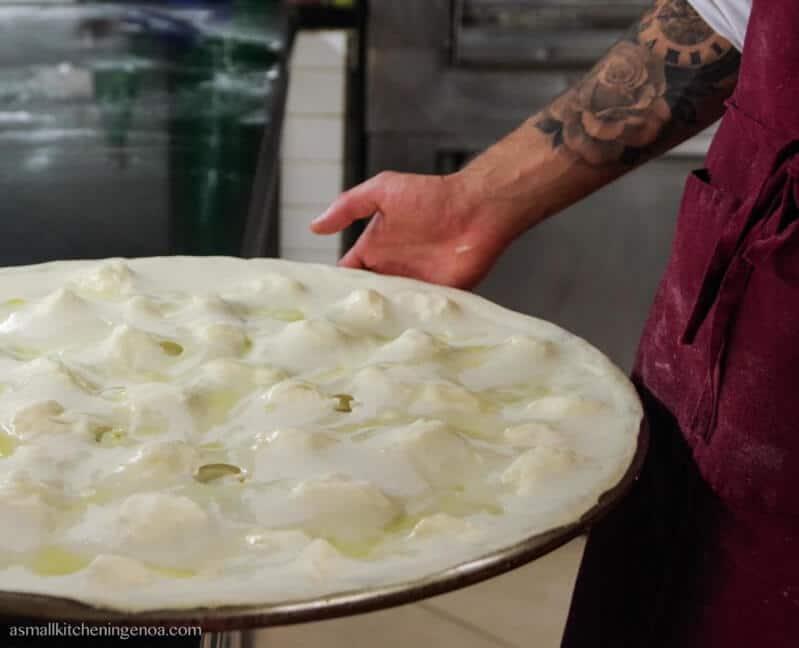 focaccia al formaggio - cucina del Golfo Paradiso